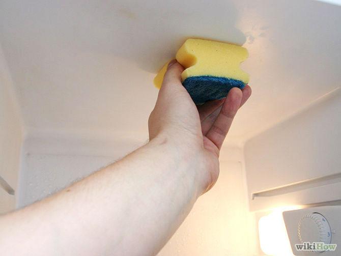 Bước 6: Lau lại tủ lạnh bằng nước sạch.