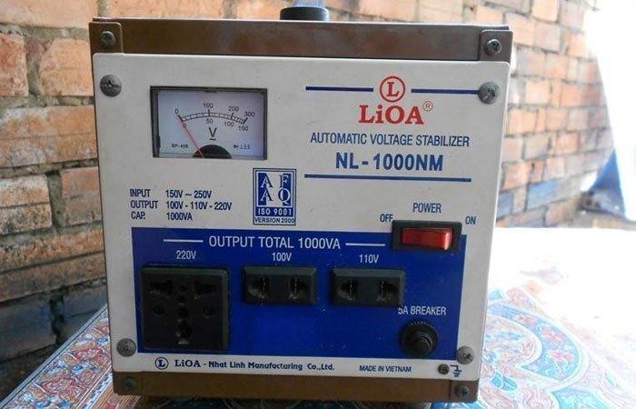 Hãy chọn sản phẩm phù hợp công suất tủ lạnh và của các thương hiệu uy tín như ổn áp Lioa, Shuanshin...