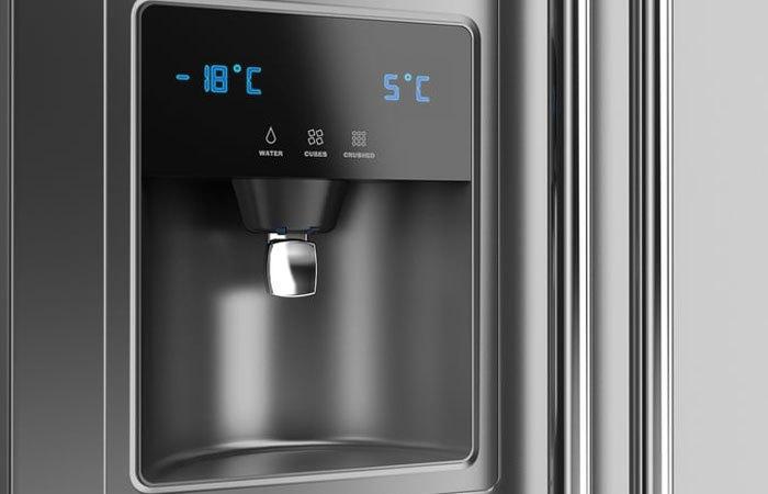 Vòi nước nằm ngoài giúp việc giải khát nhanh chóng mà không cần mở cửa tủ lạnh Electrolux