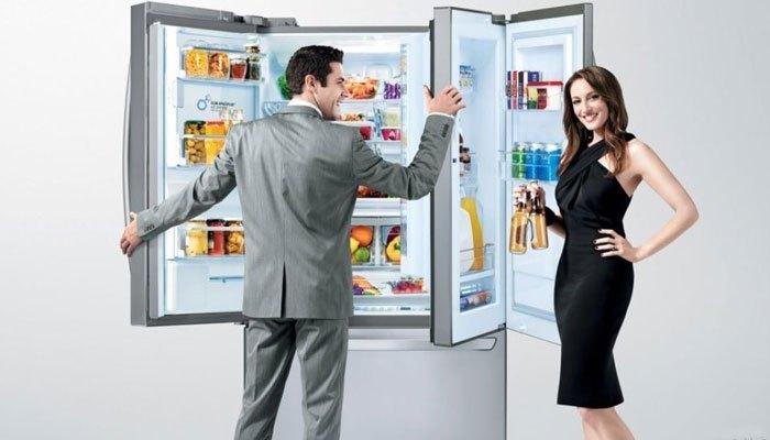 Ngăn lạnh tủ lạnh side by side còn được tích hợp các khay riêng biệt dùng để đựng trứng và các loại nước giải khát