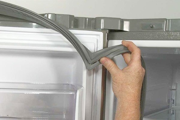 Thay gioăng tủ lạnh side by side nếu chúng bị bong tróc