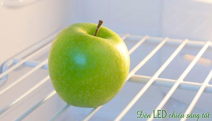 Tủ lạnh Sharp tiết kiệm điện năng với đèn chiếu LED