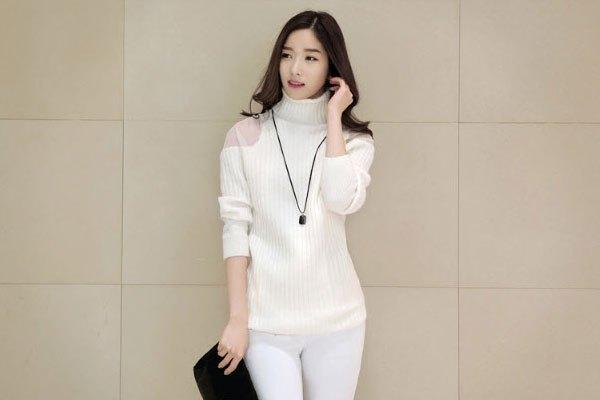 Áo len trắng cho vào tủ lạnh sẽ khôi phục được một phần màu