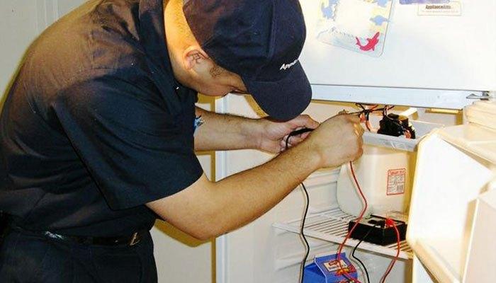 Gọi thợ đến sửa nếu tủ lạnh Panasonic bị lỗi ở máy nén