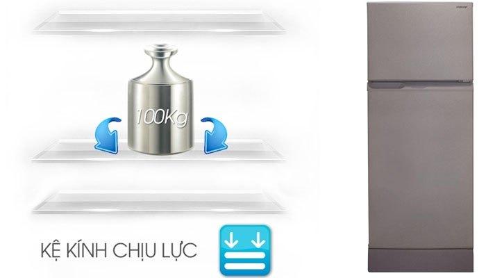 Khay làm từ kính chịu lực của tủ lạnh Sharp có thể chịu được khối lượng lên đến 100kg
