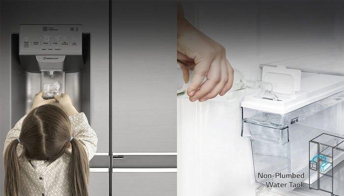 Tủ lạnh với ngăn lấy nước tiện lợi
