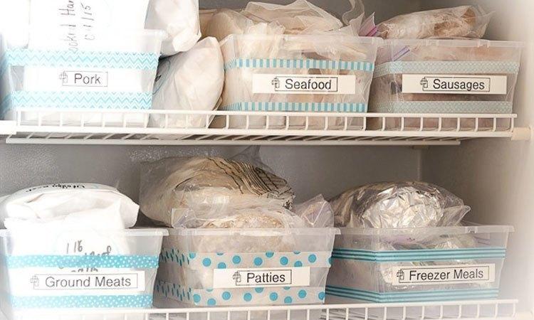 Dán nhãn cho các thực phẩm giúp bạn thu dọn sạch sẽ tủ lạnh của mình
