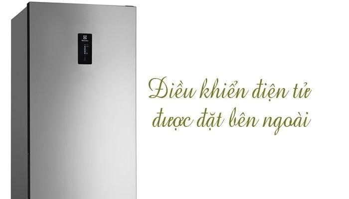 Bảng điều khiển trên tủ lạnh giúp việc sử dụng các tính năng diễn ra thuận tiện hơn