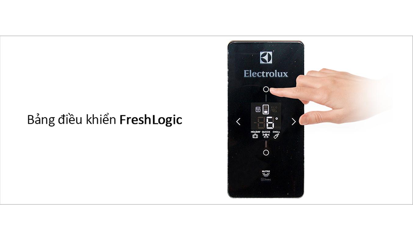 Tủ lạnh Electrolux 570 lít ETB5702BA bảng điều khiển hiện đại