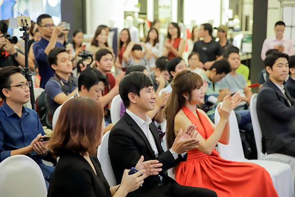Chương trình thu hút được rất đông khán giả đến tham gia, đặc biệt nhất trong số đó chính là cặp vợ chồng ca sĩ Lý Hải - Minh Hà.