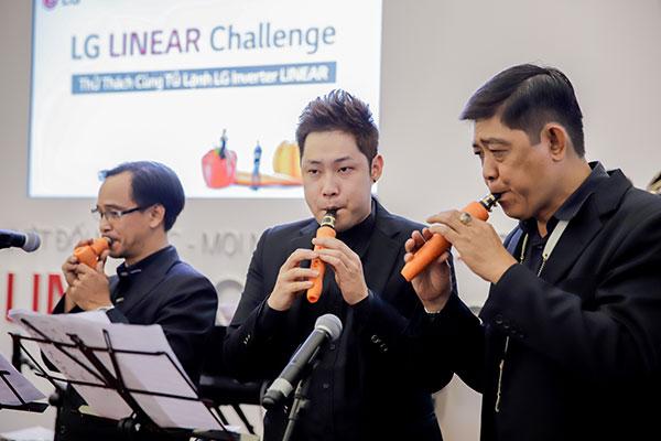 """Nét độc đáo của sự kiện chính là những bản nhạc giao hưởng thu hút bằng nhạc cụ rau củ, được trình bày bởi dàn nhạc đến từ """"Xứ sở Kim chi""""."""