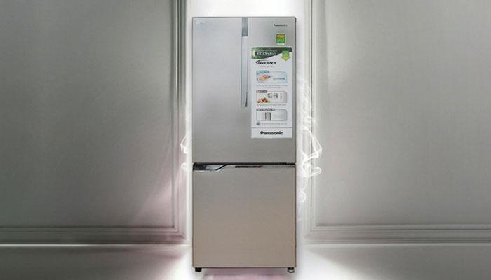 Gam màu xám, chất liệu cao cấp của tủ lạnh Panasonic giúp không gian bếp thêm bắt mắt