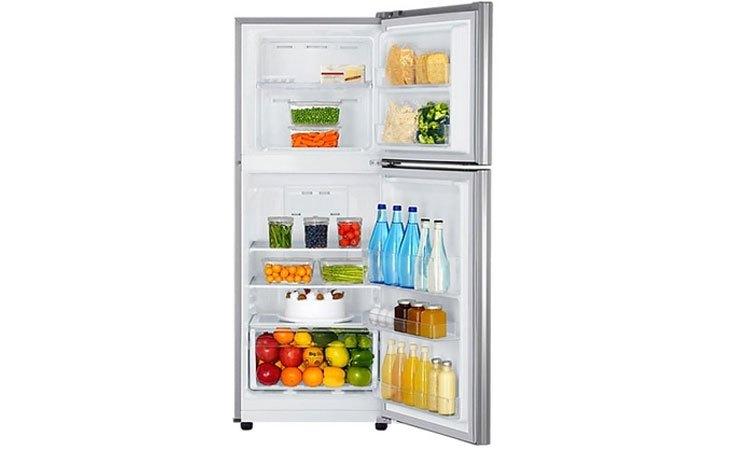 Tủ lạnh Samsung 208L RT20K300ASE chứa đựng thức uống, đồ ăn thoải mái