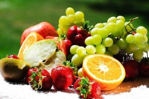 Cần chọn trái cây giữ được lâu để lưu trữ trong tủ lạnh những ngày Tết
