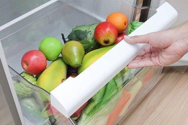 Ngăn rau củ rộng rãi của tủ lạnh sẽ giúp bà nội trợ dễ dàng mua nhiều hơn những loại thực phẩm yêu thích