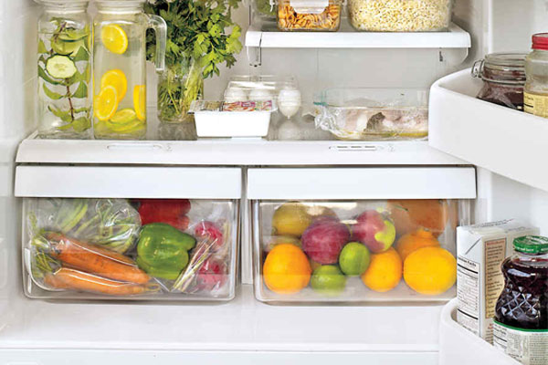 Trái cây và rau củ nên đặt ở 2 ngăn riêng biệt trong tủ lạnh để tránh ảnh hưởng xấu lẫn nhau
