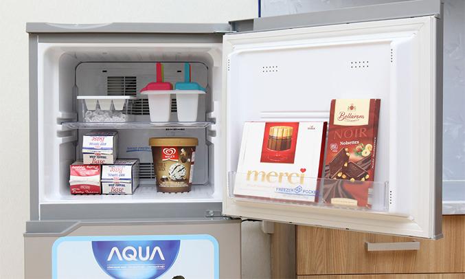 Tủ lạnh Aqua AQR-125BN 110 lít bạc diệt khuẩn khử mùi