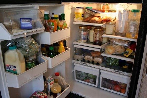 Tủ lạnh chứa quá nhiều thực phẩm cũng làm ảnh hưởng đến hoạt động