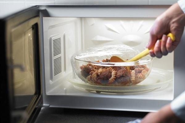 Hâm nóng thức ăn thừa có gây ung thư như bạn vẫn nghĩ?