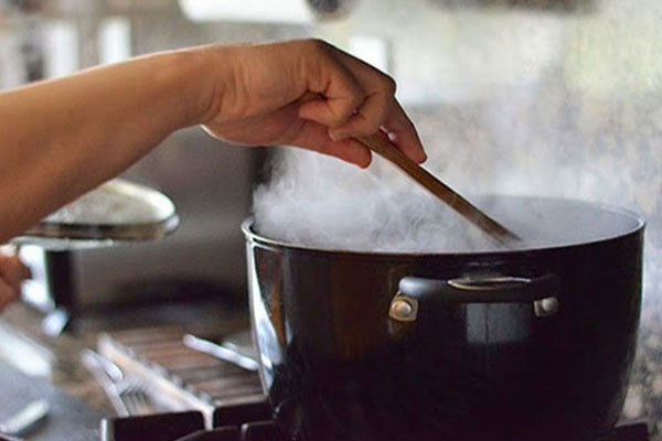 Tuy chưa có những chứng minh hâm nóng thực phẩm thừa gây ung thư nhưng bạn cũng nên hạn chế để không bị ngộ độc thực phẩm