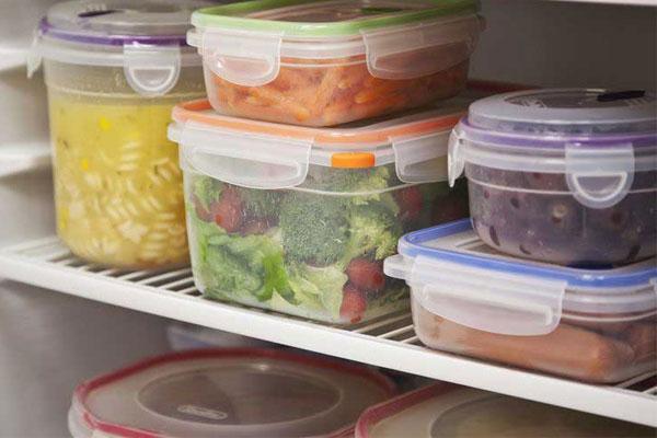 Sắp xếp thực phẩm theo thời gian lưu trữ để tránh tình trạng quá hạn sử dụng
