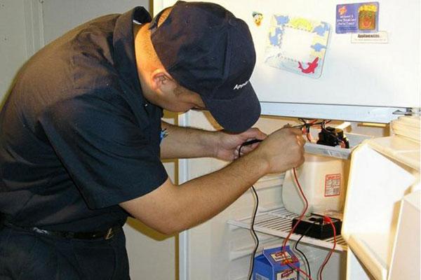Máy nén bị hư là vấn đề phức tạp mà bạn nên nhờ đến thợ sửa