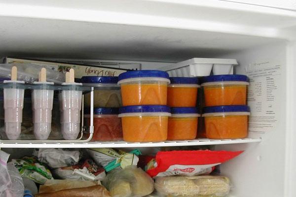 Bảo quản trên ngăn đông tủ lạnh theo cách các mẹ Nhật hay làm sẽ giúp giữ đồ ăn dặm được 1 tuần