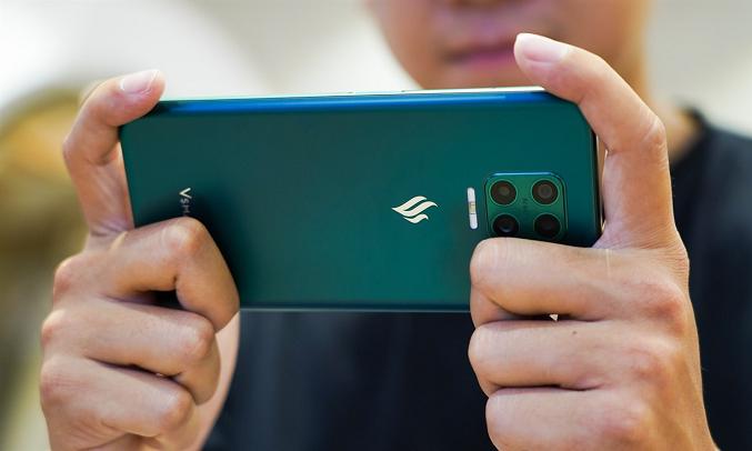 Điện thoại Vsmart Aris (6GB/64GB) Lục cực quang - Dung lượng pin khủng, trang bị sạc nhanh