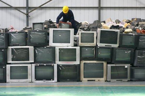 Tivi nhà bạn có thể sẽ ra bãi phế thải bất kì lúc nào vì vị trí lắp đặt không phù hợp
