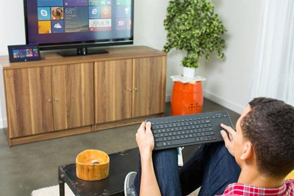 Kết nối tivi với bàn phím giúp xử lý tác vụ của người dùng diễn ra đơn giản hơn rất nhiều