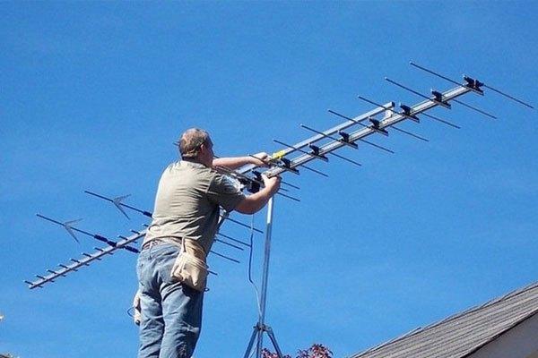Ăng ten, chảo thu tín hiệu bị hỏng hay thay đổi vị trí cũng làm ảnh hưởng đến hoạt động tivi