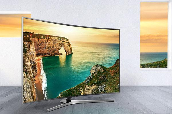 """""""Ngoại hình"""" thu hút khiến bạn khó mà rời mắt khỏi chiếc tivi Samsung màn hình cong này"""