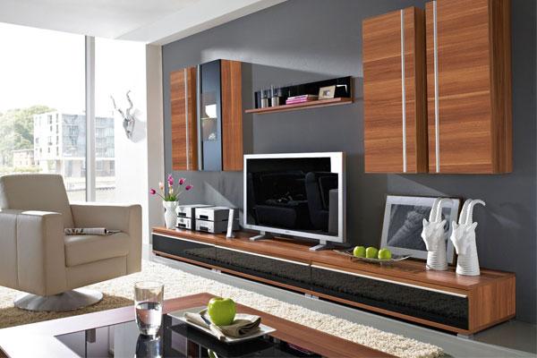 Phòng khách là nơi để gia đình quây quần vì thế việc bố trí tivi cần được quan tâm đặc biệt để tránh gây hại đến sức khỏe