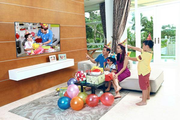 Việc tích hợp phòng khách với phòng giải trí lại với nhau rất được các gia đình ưa chuộng hiện nay