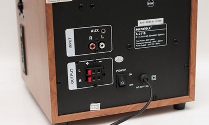 Loa SoundMax A2116/2.1 hỗ trợ khe cắm thẻ nhớ USB và card SD