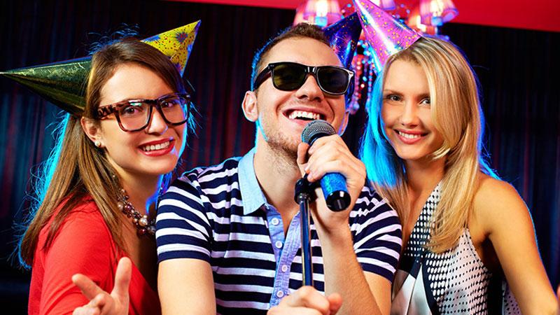 Kiểm tra chất lượng âm thanh micro là điều cần thiết để giúp việc hát karaoke suôn sẻ