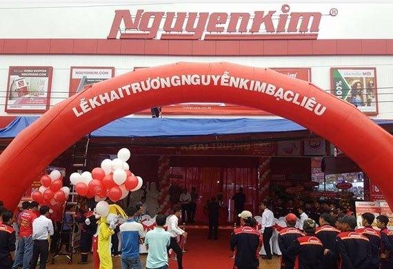 Không khí tại Trung tâm mua sắm Nguyễn Kim Bạc Liêu trước giờ khai trương nhộn nhịp, sôi nổi
