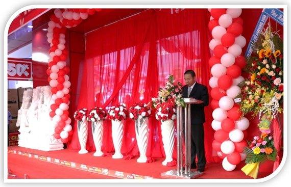 Giám Đốc Trung tâm mua sắm Vùng Mekong phát biểu tại lễ khai trương Nguyễn Kim Bạc Liêu