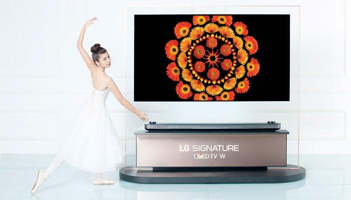 Thí sinh The Face múa ballet bên cạnh tivi LG OLED Signature W