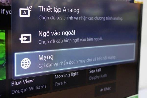 Chọn Mạng để bắt đầu thiết lập kết nối WiFi trên tivi Sony