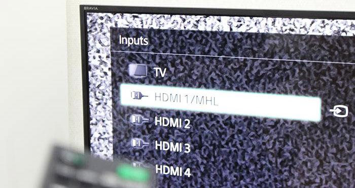 Nếu mặt sau tivi bạn cắm dây HDMI vào cổngHDMI 1/MHL, thì cần chọn đúng cổng này
