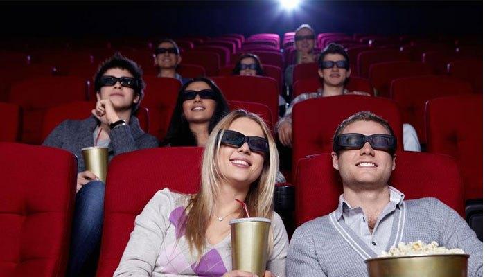 Xem phim trong bóng tối của rạp chiếu không gây hại cho mắt như trên tivi