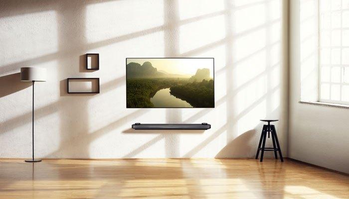 Bạn có thể dùng thêm loaSoundbar cho tivi để việc thưởng thức âm thanh thêm phần thú vị