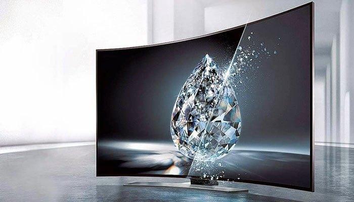 Màn hình được uốn cong là đặc trưng của chiếc tivi thời đại mới này