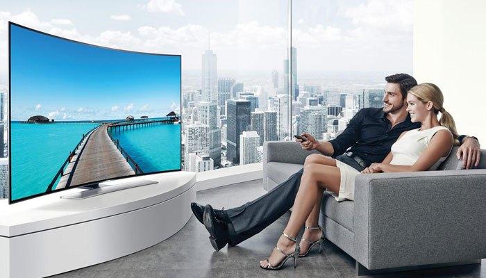 Nội thất phòng bạn được tôn lên với tivi màn hình cong