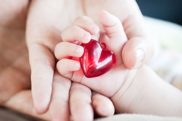 Trẻ dễ mắc phải các bệnh tim mạch và hen xuyễn khi xem tivi thường xuyên