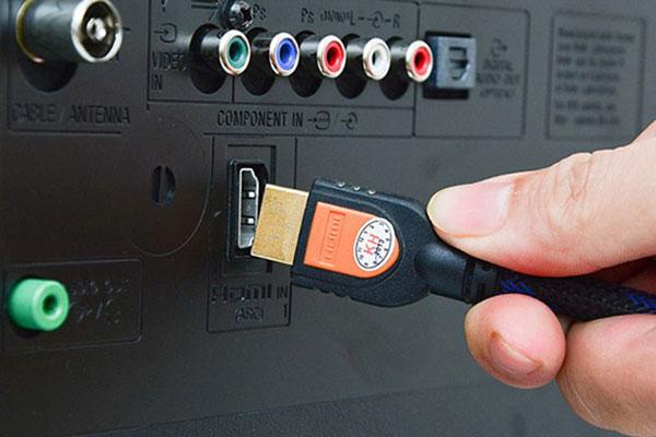 Cáp HDMI cho hình ảnh, âm thanh được truyền lên tivi với chất lượng cao