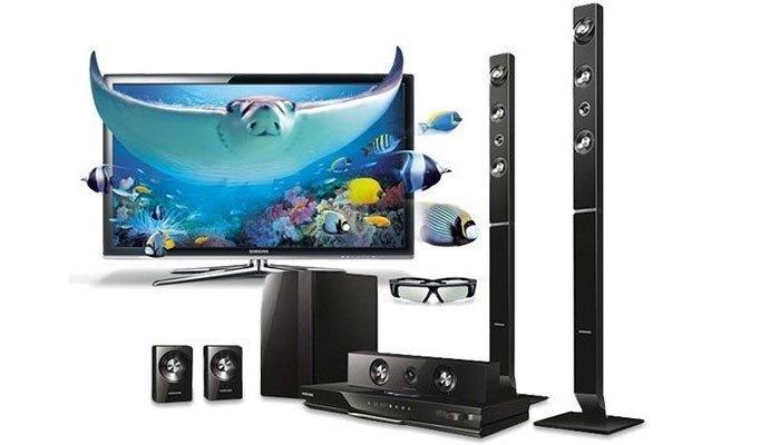 Dàn máy nghe nhạc Samsung HT-J5550WK sở hữu hệ thống loa 5.1 cùng khả năng xem phim 3D, cho bạn giải trí tại gia trọn vẹn