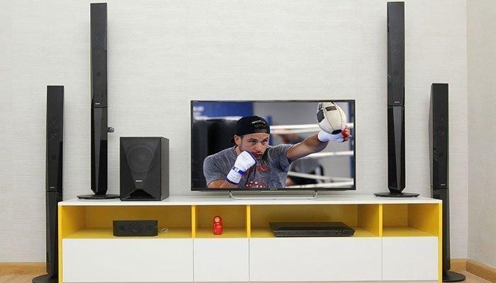 Khi chọn mua, bạn nên cân nhắc diện tích nhà để đặt dàn máy nghe nhạc hợp lý