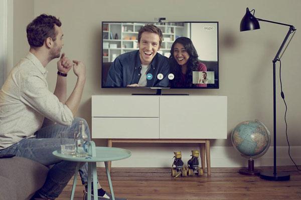 Bạn dễ dàng kết nối các thiết bị thứ 3 như bàn phím, chuột để nâng tầm trải nghiệm với Smart tivi